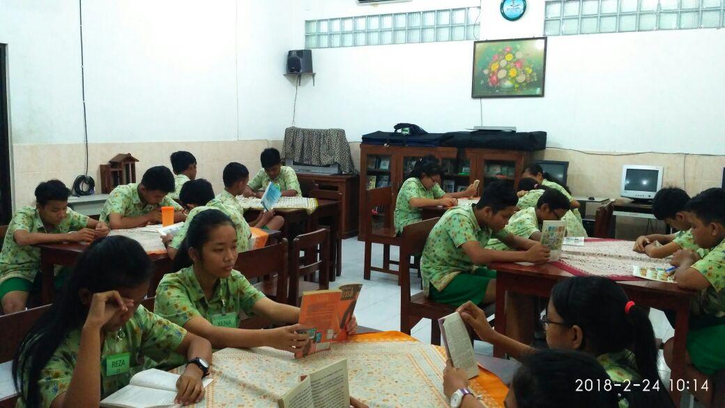 Sabtu Literasi SMP Maria Assumpta. Aku Suka Membaca