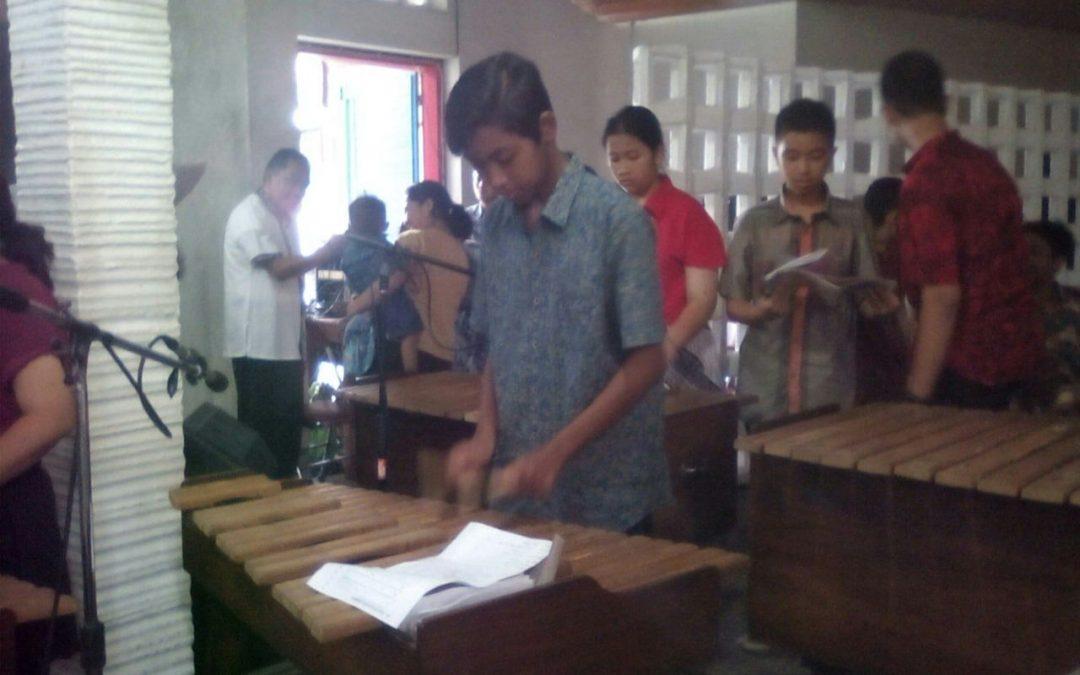 Misa Paskah Gereja Maria Assumpta Bernuansa Sulawesi Utara