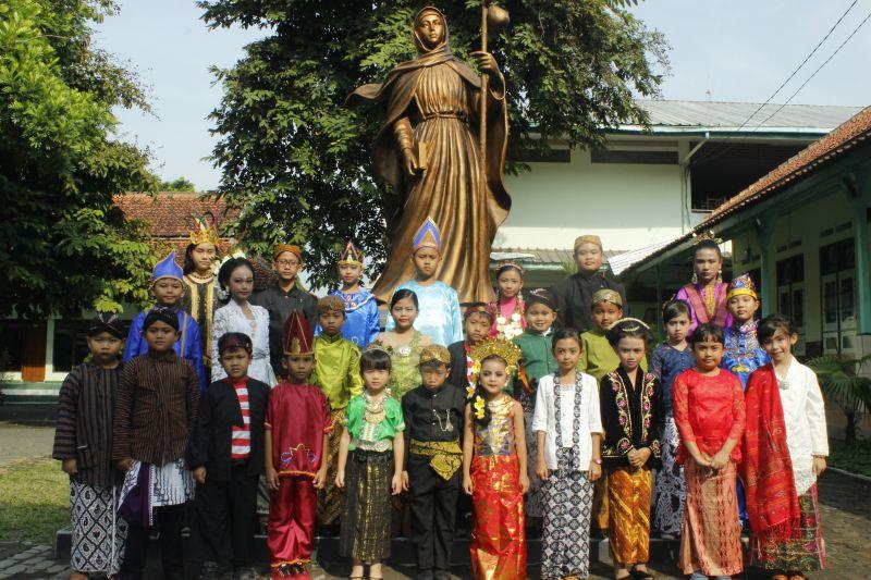 Perayaan Paskah Bersama dan Hari Kartini SD Maria Assumpta
