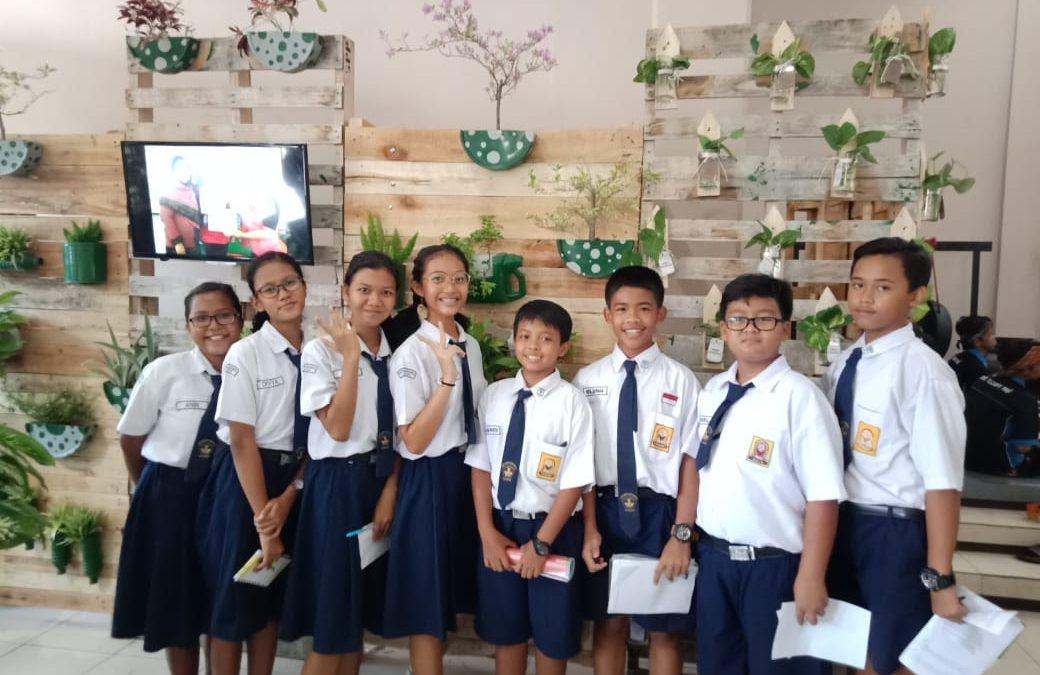 SMP Maria Assumpta Menyaksikan Pameran Produk Bank Sampah 2018