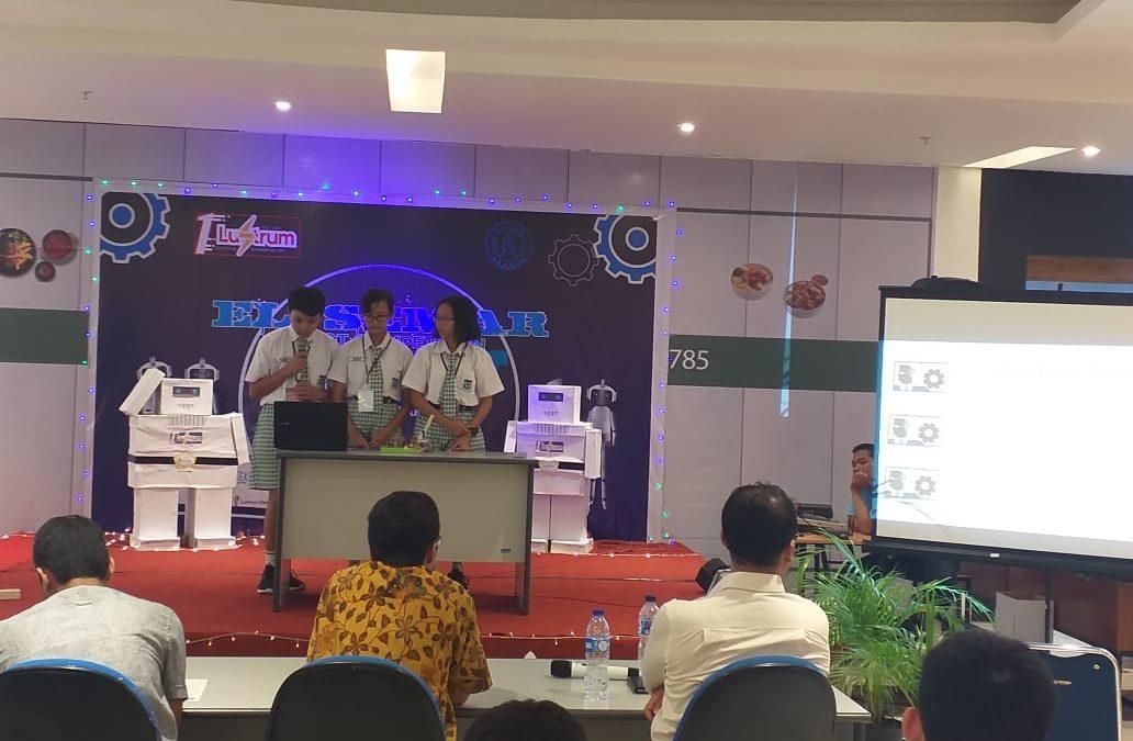 Siswa-Siswi SMP Maria Assumpta Mengikuti Lomba Robotika Lustrum Teknik Elektro UNS